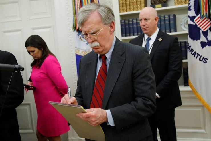 U.S. National Security Adviser John Bolton takes notes during a meeting between U.S. President Donald Trump and China's Vice Premier Liu He in the Oval Office at the White House in Washington, U.S., Friday (local time). Reuters-Yonhap