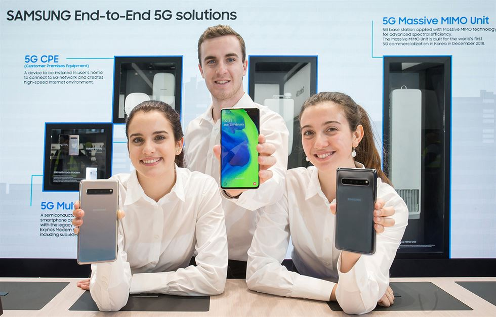 Models show off LG Electronics' V50 ThinQ 5G, left, and G8 ThinQ in Barcelona, Sunday. The Korean tech company unveiled the new phones for its premium V and G series on the eve of the Mobile World Congress Barcelona 2019. / Courtesy of LG Electronics