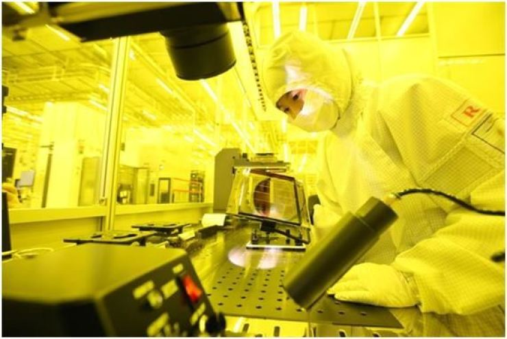 This photo provided by Samsung Electronics shows the firm's semiconductor manufacturing center in Yongin, Gyeonggi Province. Korea Times file