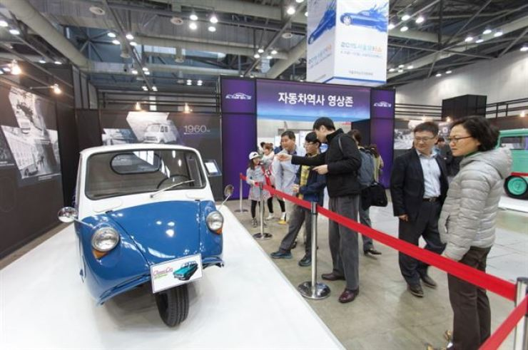 A motorized tricycle is on display at Seoul Motor Show 2017. A growing number of domestic carmakers and auto parts companies are losing interest in the biennial show, calling for the show's organizers to improve its content. Korea Times file
