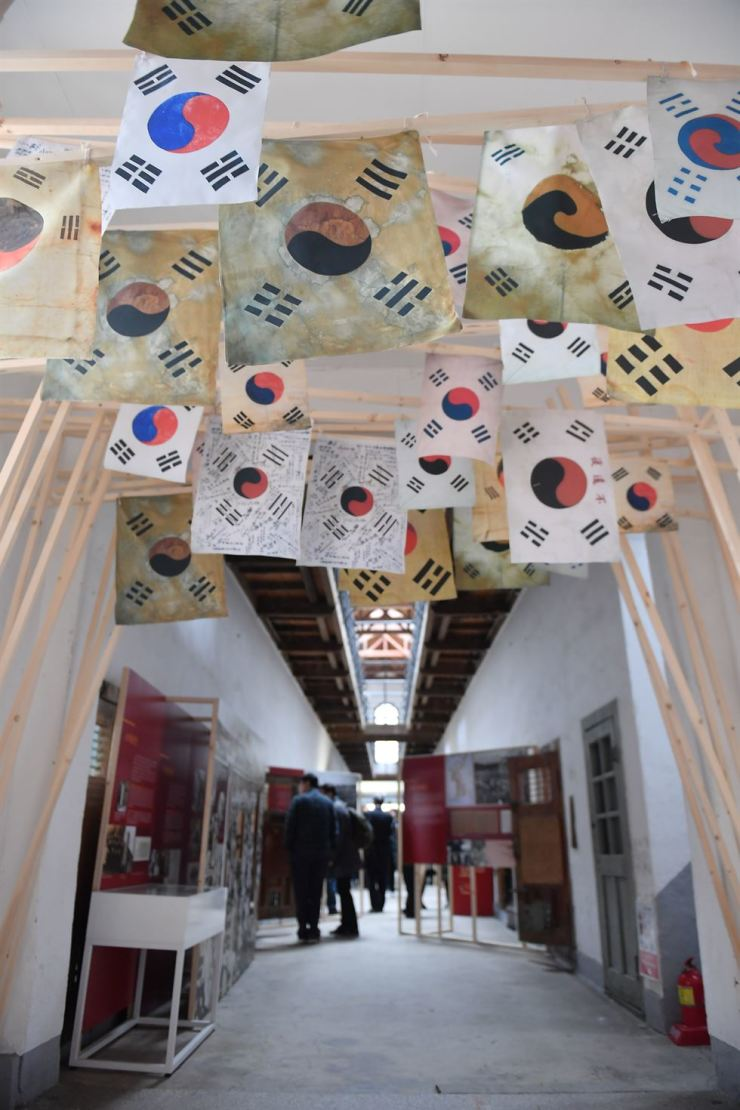 Installation view of 'A Hundred Years Ago in the Cultural Heritage' at the Seodaemun Prison History Hall in central Seoul / Courtesy of Cultural Heritage Administration