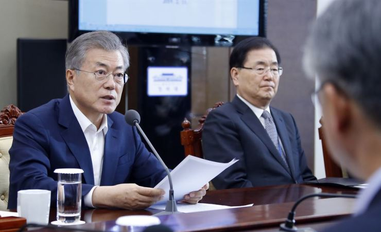 President Moon Jae-in speaks at the start of a weekly meeting with his senior presidential secretaries at Cheong Wa Dae, Monday. Yonhap
