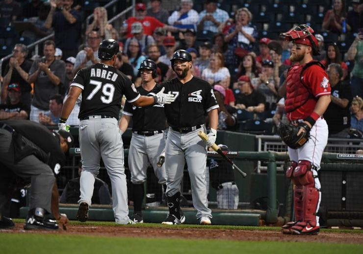 Jose Abreu, left, of the Chicago White Sox celebrates with teammate Yonder Alonso, second from right, after hitting a home run during the third inning of a spring training game against the Cincinnati Reds at Goodyear Ballpark in Arizona, Wednesday. / AFP-Yonhap