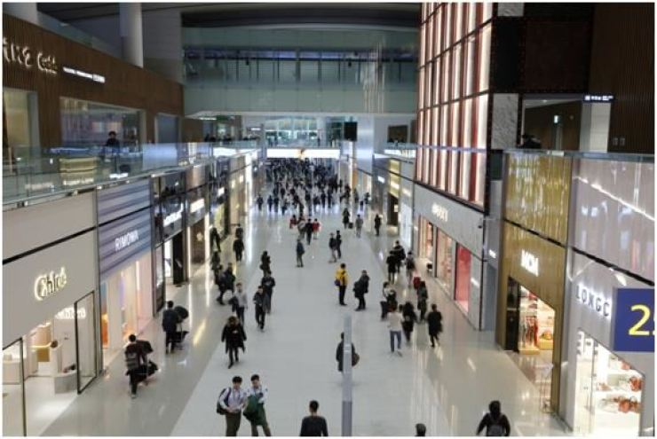 Travelers shop at duty free stores in Incheon International Airport's Terminal 2 in this file photo. Korea Times file