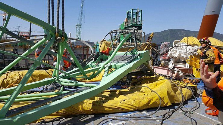 A giant crane collapsed at Samsung Heavy Industries' shipyard in Geoje on May 1, 2017, killing six workers and injuring 25. Yonhap