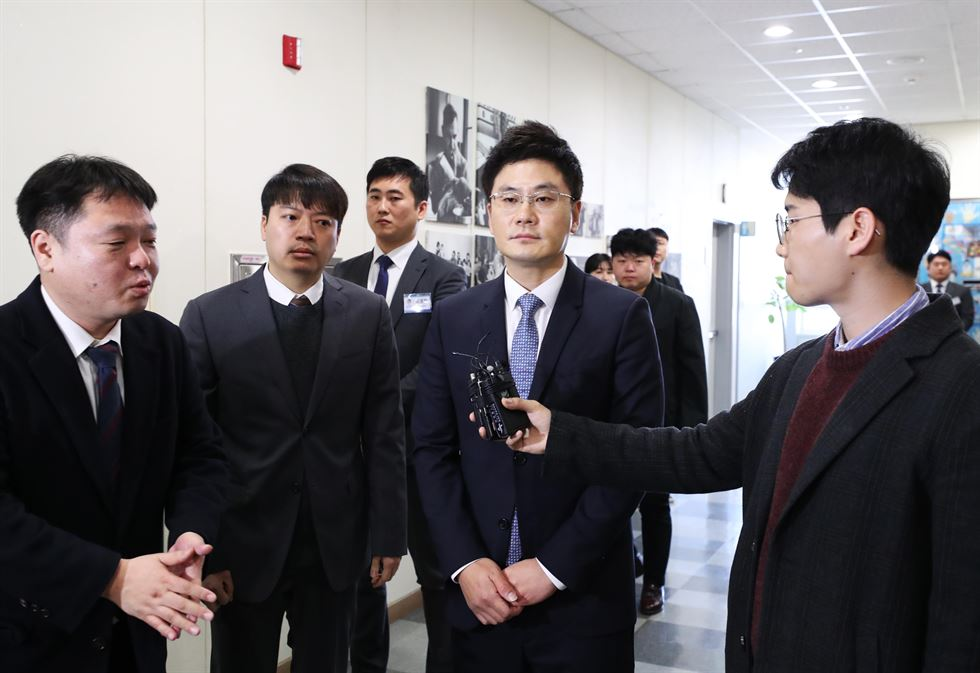 Yang Min-suk, chief executive of YG Entertainment, speaks to reporters before attending the company's regular shareholders' meeting in Seoul, Friday. Korea Times photo by Shim Hyun-chul