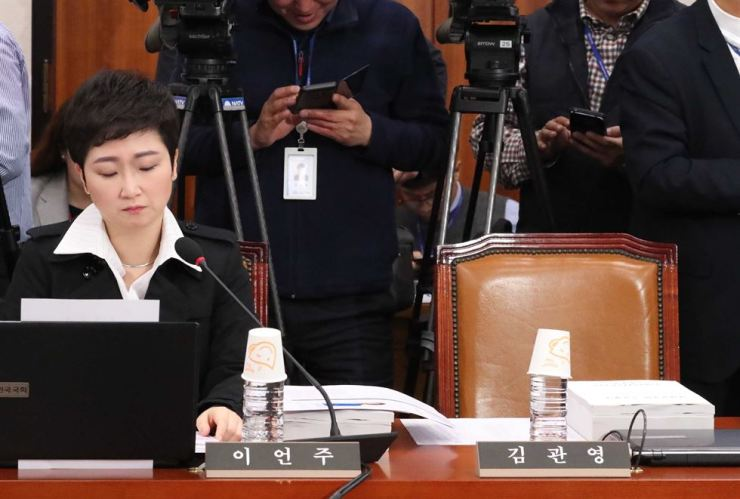 Rep. Lee Un-ju of the minor opposition Bareunmirae Party prepares for a confirmation hearing at the National Assembly, Wednesday. / Yonhap