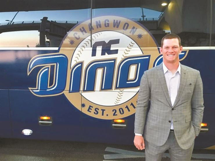 Drew Rucinski, pitcher for the NC Dinos baseball club, poses next to the team bus after arriving at Incheon International Airport following the team's spring training in Tucson, Arizona, Friday, 2019. Yonhap