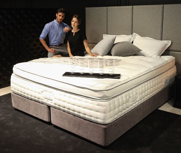 Models promote a Simmons mattress at the brand's showroom in Gangnam-gu, Seoul, in this file photo. Korea Times file