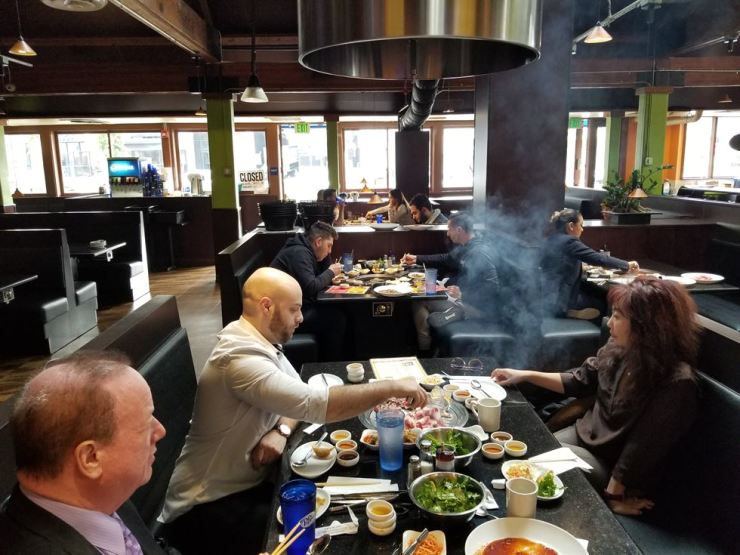 Customers of House of Galbi have Korean BBQ during the lunch hour in Encino, L.A., on Feb. 27. / Korea Times photo by Park Jin-hai