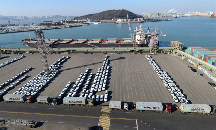 Korea's exports dropped nearly 6 percent in January compared with a year earlier. Korea Times file