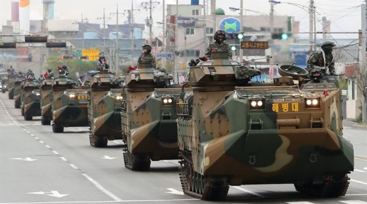 Republic of Korea Marines' armored vehicles return to their base in the nation's southeastern city of Pohang on April 5 last year after ending a joint amphibious landing exercise with its U.S. counterpart. / Yonhap