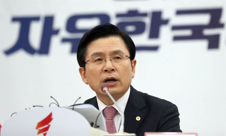 Hwang Kyo-ahn, chairman of the main opposition Liberty Korea Party (LKP), speaks during a party meeting in South Gyeongsang Province, Monday. / Yonhap