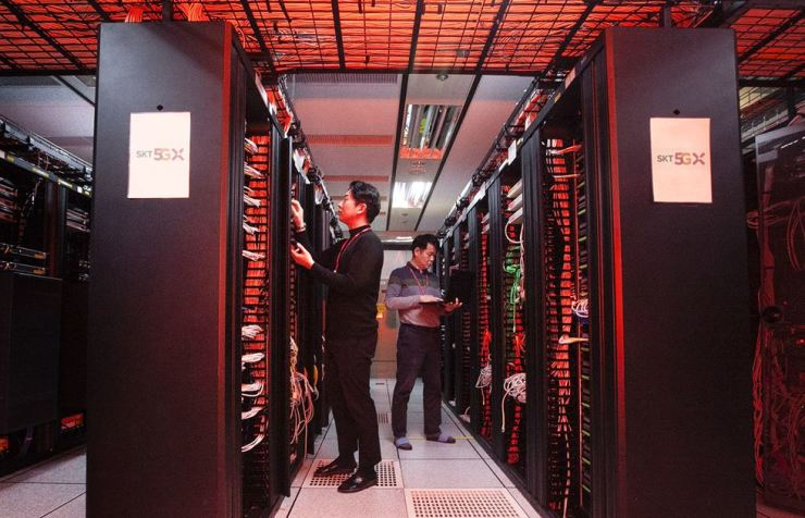SK Telecom employees check the subscriber authentication server equipped with the quantum random number generator in Seoul. / Courtesy of SK Telecom