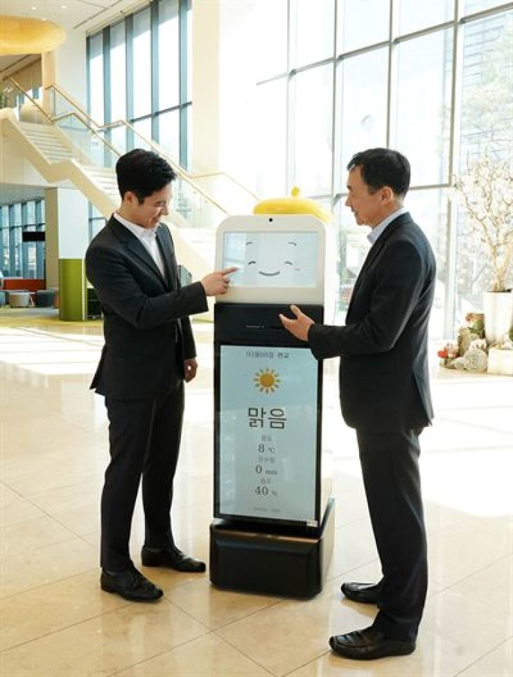 Cho Hyun-gu, left, CEO and founder of education startup Classting, poses with Chang Kyong-sok, CEO of Wonik Robotics, in the latter's headquarters in Pangyo, Gyeonggi Province, March 8, after signing an MOU to jointly develop an AI robot for education. / Courtesy of Classting