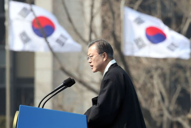 President Moon Jae-in speaks at a ceremony marking the 100th anniversary of the March 1 Independence Movement against Japanese colonial rule at Gwanghwamun Square in central Seoul, Friday. Yonhap