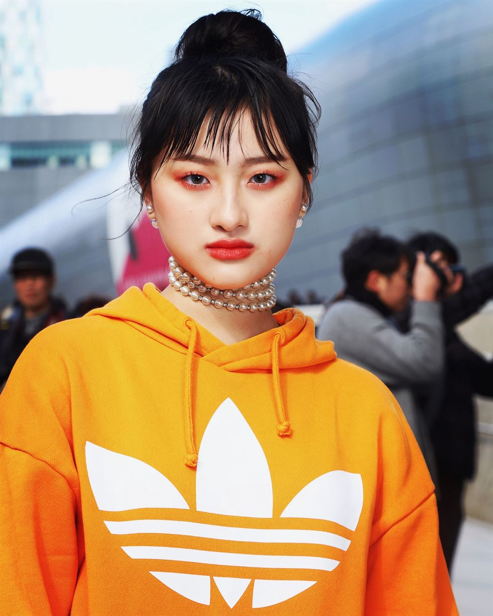 Model Jo Lee (Instagram @jolandh) broadens the aesthetic range of Korean tradition as he sports Joseon-era gentleman's attire on the Seoul Fashion Week street 'runway,' in what is surely a nod to the runaway Netflix hit 'KINGDOM.' Photo by Michael Hurt