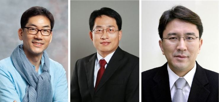 From left are Wei Gu-yeon, a fellow at Samsung Research, and Jang Woo-seung and Kang Sung-chul, senior vice presidents of Samsung Electronics, who are newly recruited professionals in AI, big data and robots. / Courtesy of Samsung Electronics