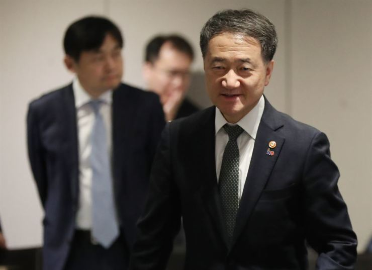 Health and Welfare Minister Park Neung-hoo attends the National Pension Service's fund management committee meeting at Plaza Hotel in Seoul, Friday. Yonhap