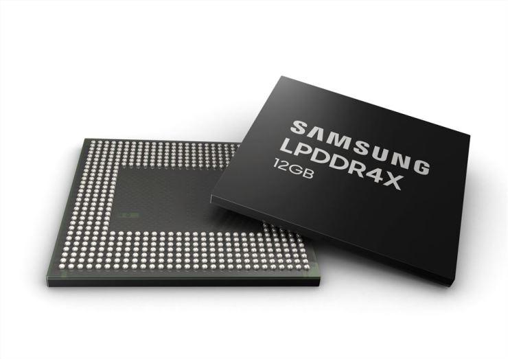 Samsung Electronics' 12-gigabyte mobile DRAM / Courtesy of Samsung Electronics