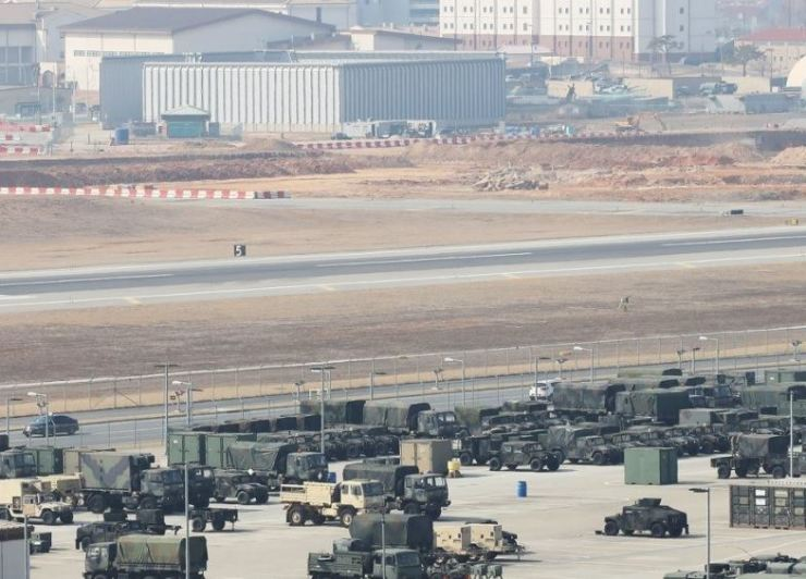 Military vehicles are parked inside Camp Humphreys in Pyeongtaek, Gyeonggi Province, last month. Camp Humphreys is home to United States Forces Korea headquarters. / Yonhap