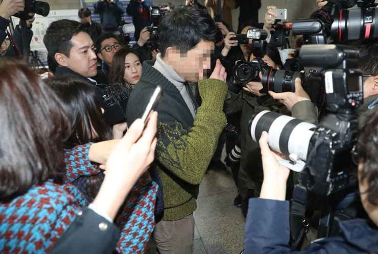 Seoul's Gangnam club Burning Sun owner Lee Moon-ho arrives at Seoul Central District Court on Mar. 19 for a warrant hearing on charges of using and distributing narcotic drugs. Yonhap