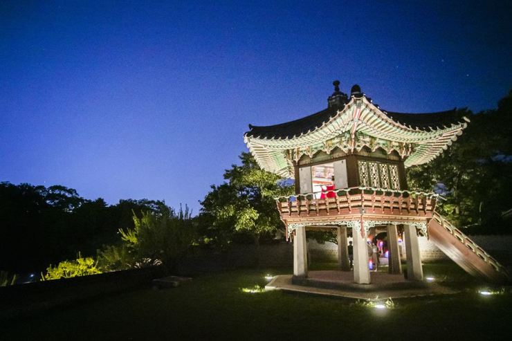 Changdeok Palace starts its Moonlight Tour on April 4. Courtesy of Cultural Heritage Administration