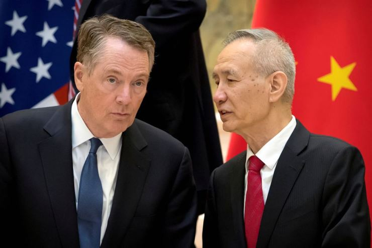 U.S. Trade Representative Robert Lighthizer, left, listens as Chinese Vice Premier Liu He talks while they line up for a group photo at the Diaoyutai State Guesthouse in Beijing, China February 15, 2019. Reuters-Yonhap