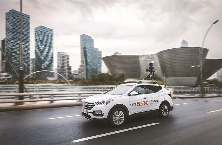 An SK Telecom autonomous car drives on a road in Songdo to collect road information necessary to create HD maps. / Courtesy of SK Telecom