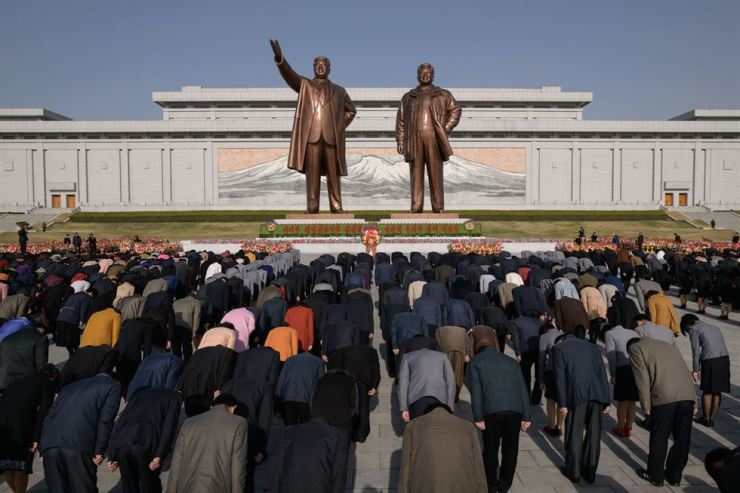 People bow as they pay their respects before the statues of late North Korean leaders Kim Il-sung and Kim Jong-il, as part of celebrations marking the anniversary of the birth of Kim Il-sung. AFP-Yonhap