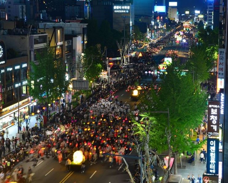 The Lotus Lantern Parade advances through downtown Seoul along Jongno after dark on April 29, 2017. / Korea Times image by Jon Dunbar