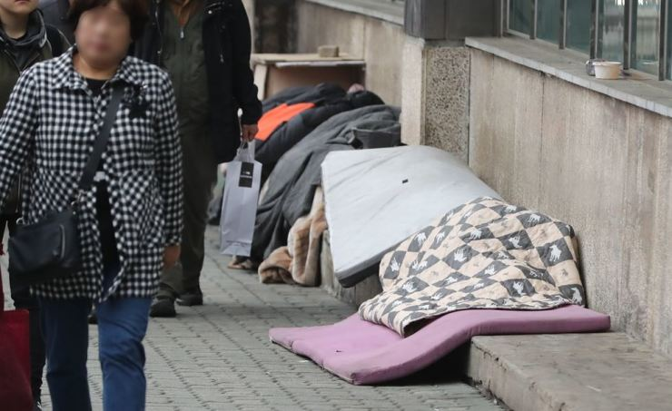 The population of homeless people in Seoul in 2018 was 3,478, according to the Seoul Metropolitan Government. / Yonhap