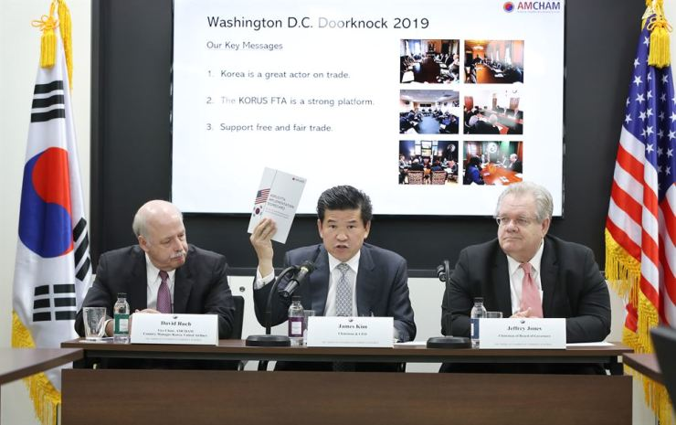 American Chamber of Commerce Chairman and CEO in Korea James Kim (center) speaks at a press conference on Yeouido, Seoul, Monday. Yonhap
