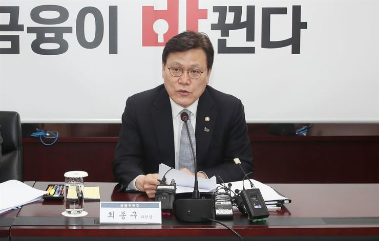 Financial Services Commission Chairman Choi Jong-ku speaks during a meeting to launch a regulatory sandbox committee at the government complex in Seoul, Monday. Yonhap