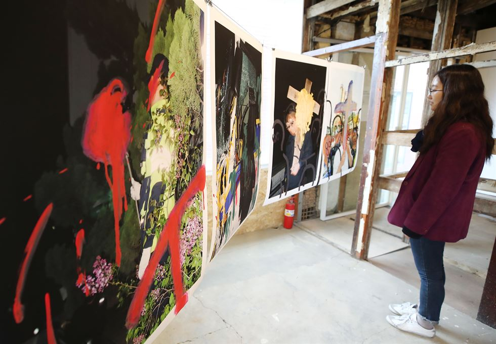 'The Sea Will Not Sink' exhibition is held at Boan Yeogwan in central Seoul, last week. The memorial exhibition will also be held in Ansan, Gyeonggi Province on the occasion of the fifth year anniversary of the tragic incident to shed light on the continuing impact of the disaster on the nation. Yonhap