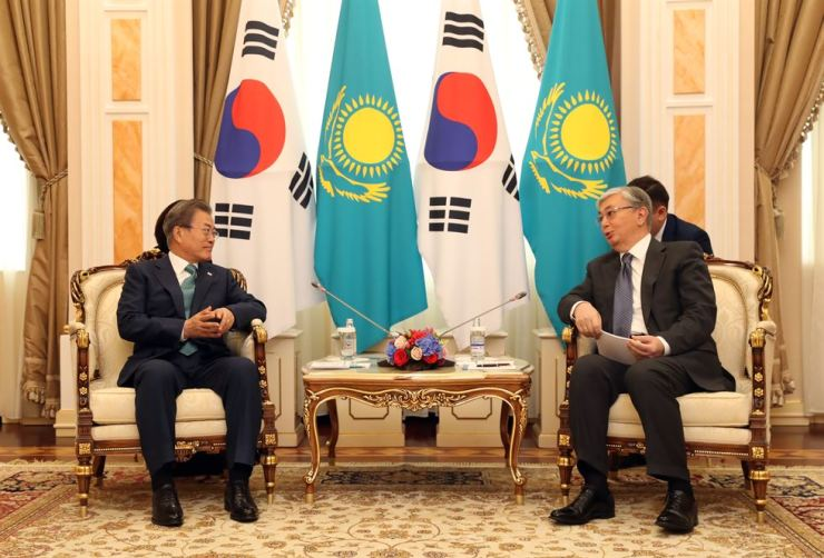 President Moon Jae-in, left, talks with Kazakhstan President Kassym-Jomart Tokayev at the start of their summit held in the presidential office of the Central Asian country, Monday afternoon (KST). Yonhap