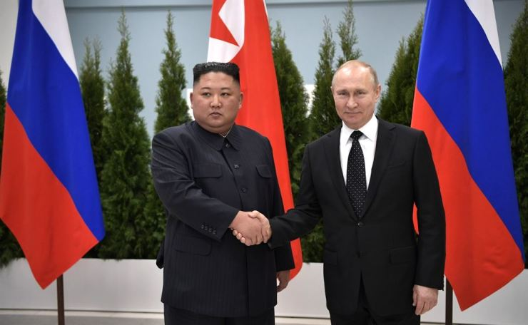 North Korean leader Kim Jong-un, left, shakes hands with Russian President Vladimir Putin during their summit in Russia's Far Eastern city of Vladivostok, April 25. / Yonhap
