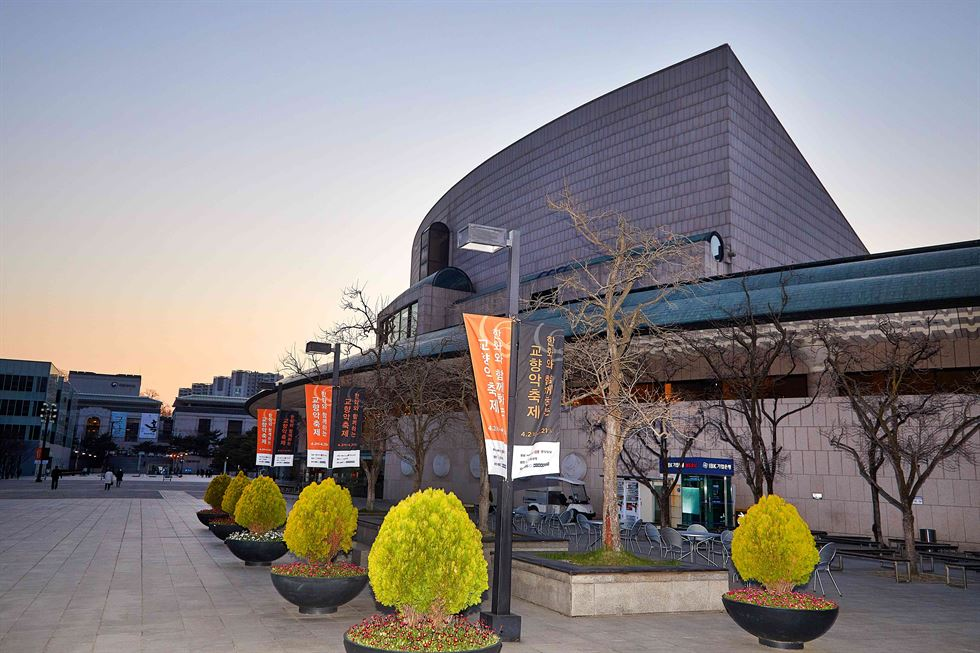 The 2019 Orchestra Festival, which has been underway since last Tuesday and will continue until April 21, attracts classical music lovers to the Concert Hall of Seoul Arts Center in the southern part of the capital. Courtesy photo of Hanwha Group