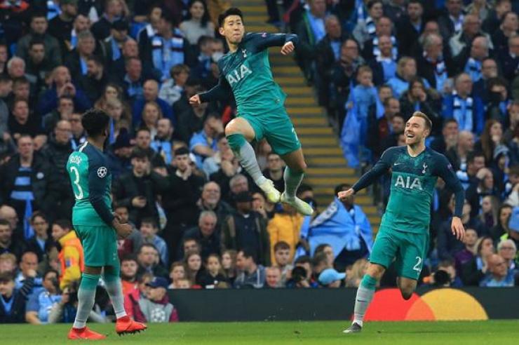 Tottenham Hotspur's South Korean striker Son Heung-min, celebrates scoring his team's second goal during the UEFA Champions League quarterfinal second-leg against Manchester City, Wednesday.  토트넘의 손흥민이 수요일 챔피언스리그 8강 2차전에서 맨체스터시티를 상대로 팀의 두 번째 골을 넣은 후 환호하고 있다.  /AFP-Yonhap