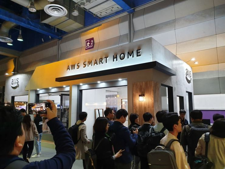 Visitors to the AWS Summit look around a showroom that displays Amazon's smart home devices at COEX, southern Seoul, Wednesday. / Korea Times photo by Baek Byung-yeul