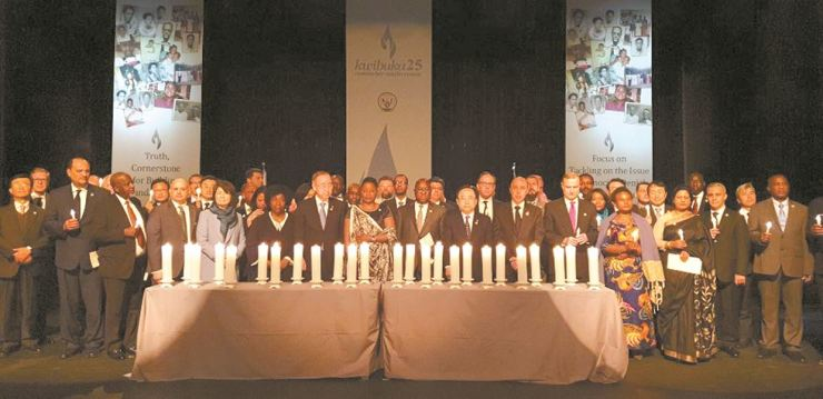 Rwandan Ambassador Emma Isumbingabo, eighth from left in the front row, poses with former U.N. Secretary-General Ban Ki-moon, seventh from left in the front row, and other VIP guests during a ceremony in Seoul on April 8, to mark the 25th anniversary of the genocide in Rwanda. / Korea Times photo by Yi Whan-woo