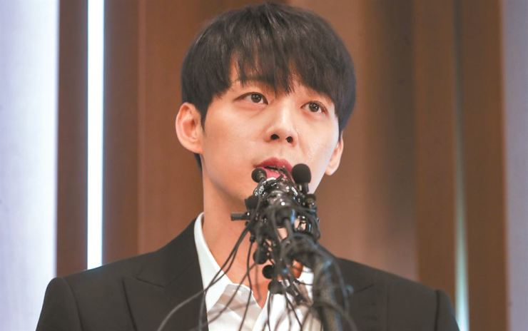 K-pop singer Park Yoo-chun speaks during a news conference at Press Center in central Seoul, Wednesday. He denied the allegation that he encouraged his former girl friend Hwang Ha-na to use prohibited drugs.