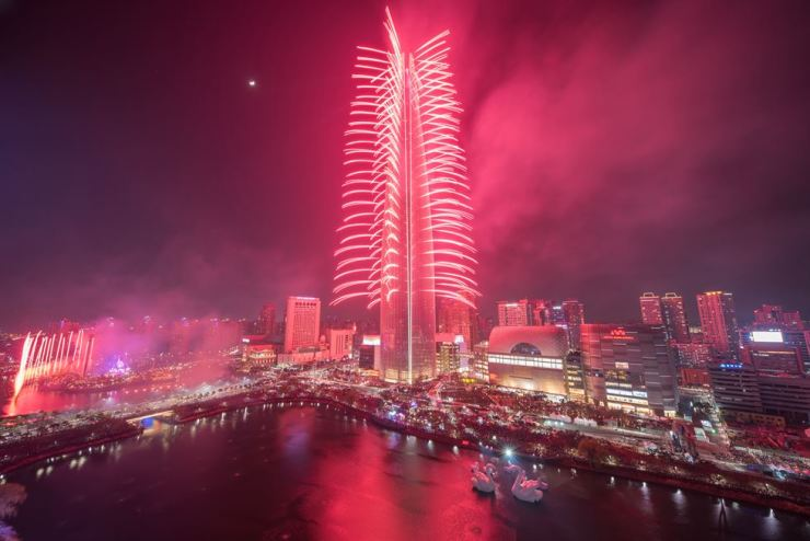 Fireworks on the Lotte World Towerat its opening in April 2017. Korea Times