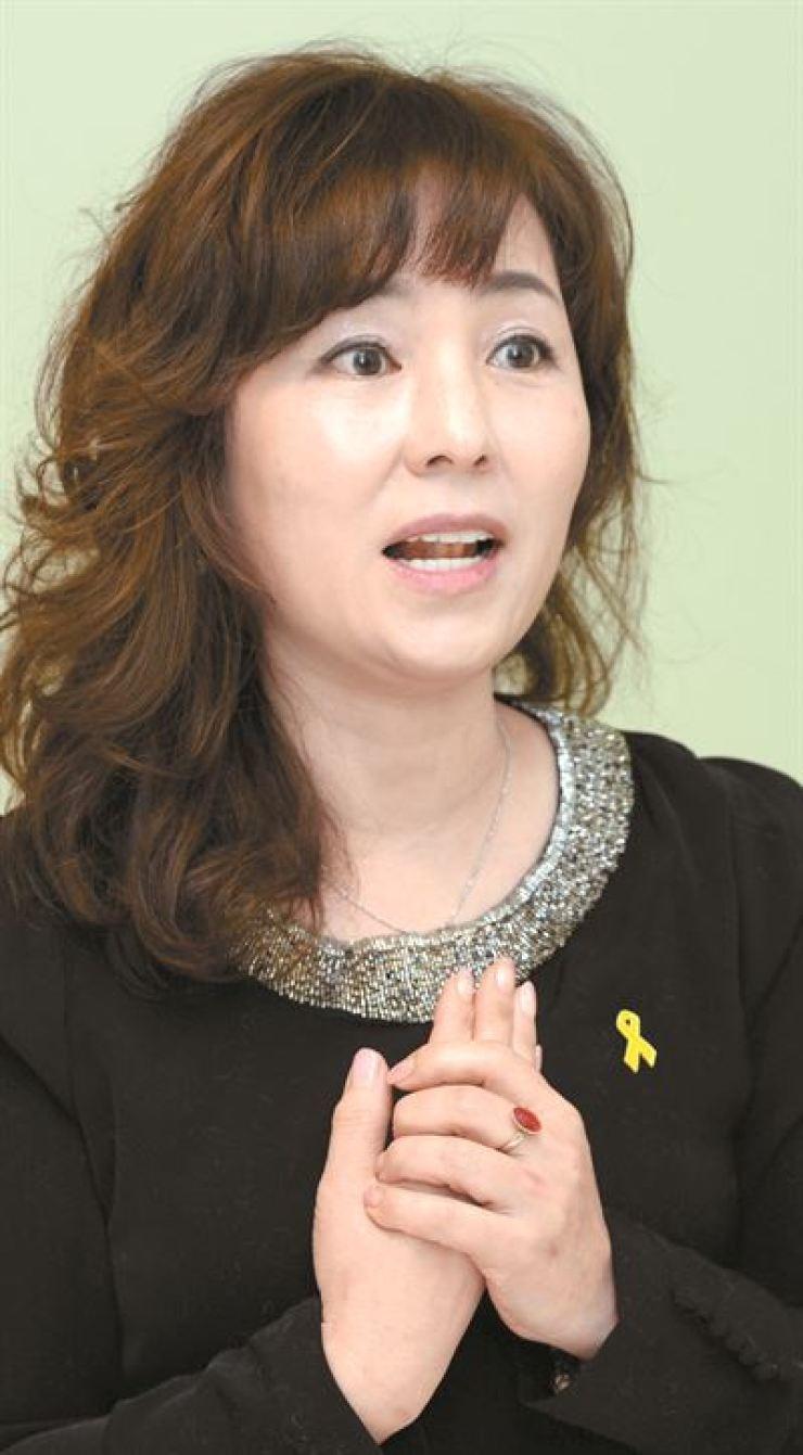 Novelist Gong Ji-young / Hankookilbo photo by Bae Woo-han