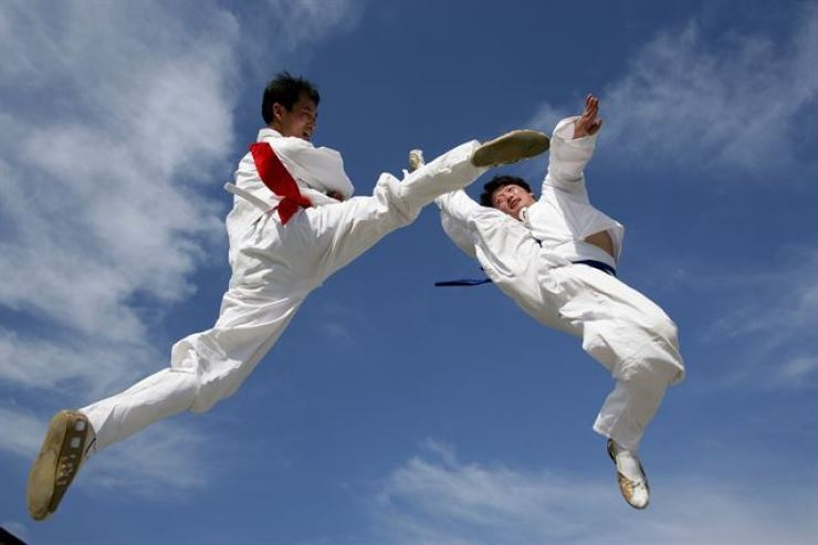The Seoul Metropolitan Government will hold a taekkyeon event every Sunday until Oct. 27. / Korea Times file