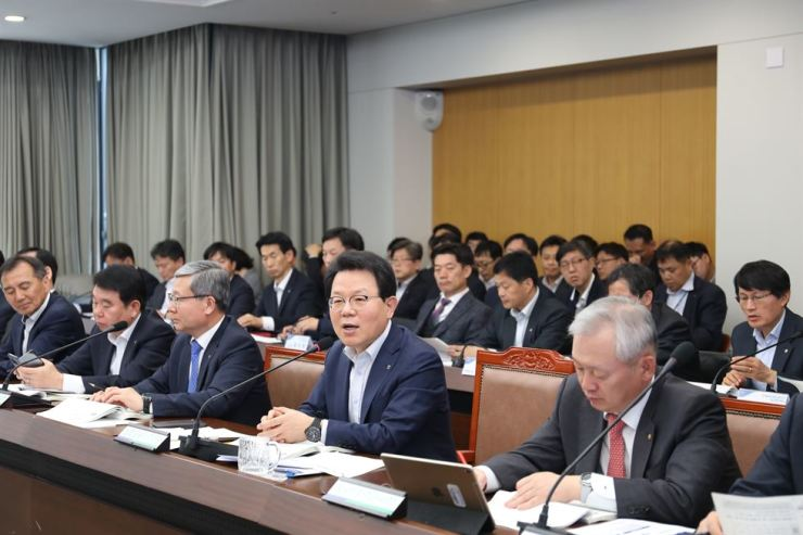 NongHyup Financial Group Chairman Kim Gwang-soo, second from right, holds a strategy meeting to review the group's first-quarter performance at its headquarters in Seoul, Wednesday. Kim urged his executives to push forward in executing their digital business plans. Courtesy of NongHyup Financial Group