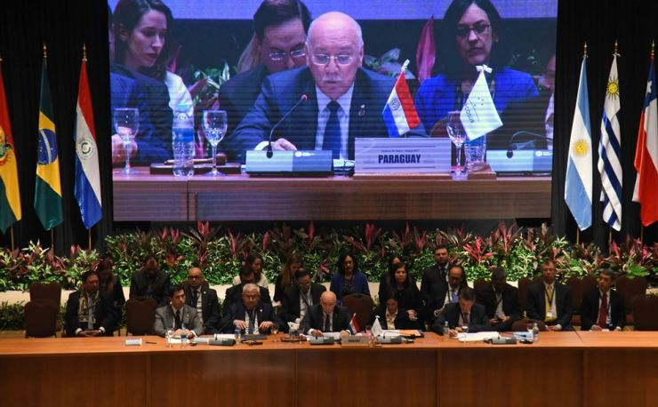 Paraguay's Foreign Minister Eladio Loizaga (C) speaks during a Foreign Affairs meeting within the framework of the Mercosur Summit, at the Conmebol headquarters in Luque, on June 17, 2018. AFP-Yonhap
