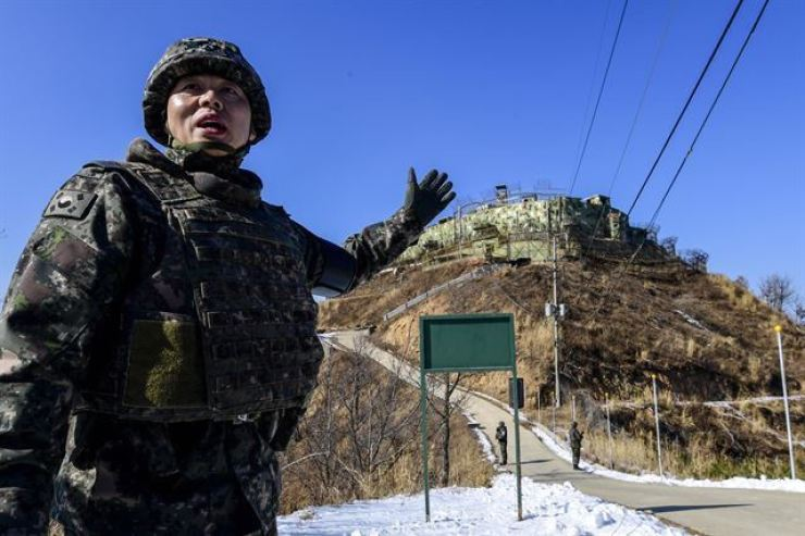 A South Korean soldier indicates a guard post of South Korean side in Goseong-gun County, Gangwon Province, April 2018. Korea Times file