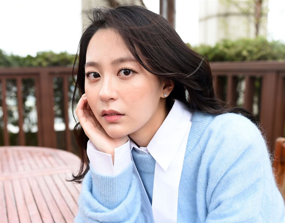 Oh Ah-yeon in a scene from 'Gonjiam: Haunted Asylum' (2018). Photo from Naver