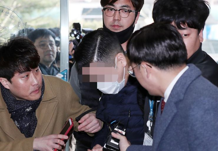 Grandson of SK Group founder Chey Jong-gun is taken to Incheon Metropolitan Police Agency on charges of buying and using liquid marijuana, April 1. Yonhap